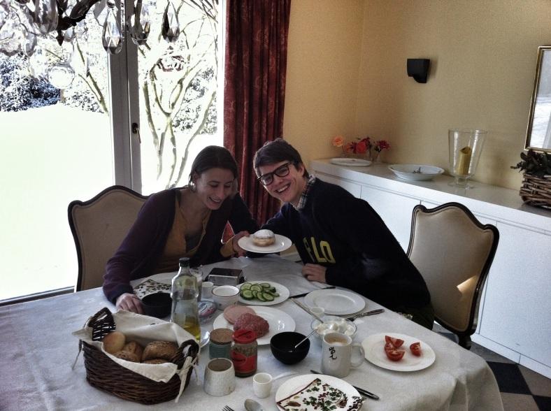 Desayuno alemán en familia