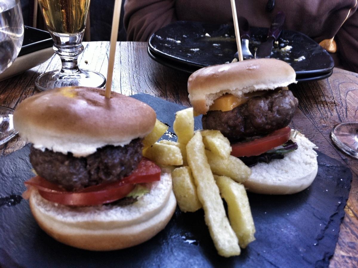 Mini hamburguesitas de cheddar