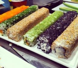 Uramakis (roll con el alga por dentro)
