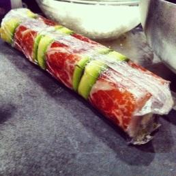 Futomaki (roll con el alga por dentro y relleno por dentro y por fuera)