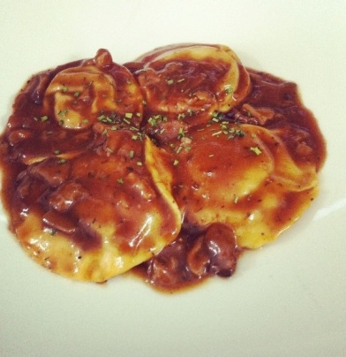Raviolis boloñesa