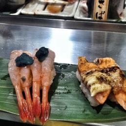 Nigiri de salmón y de gamba