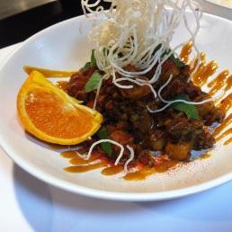 Ñoquis de arroz glutinoso con boloñesa coreana