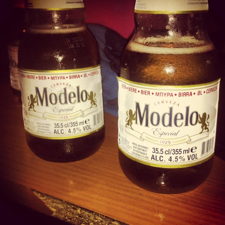 Cervezas marca Modelo son las que sirven aquí