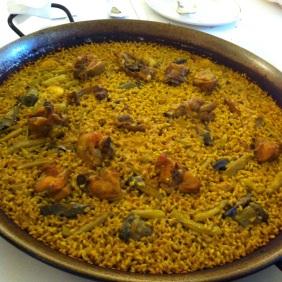 Paella valenciana con mucho mucho socarrat