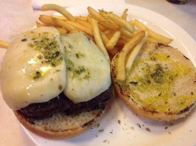 Hamburguesa Brooklyn: mozzarella, orégano y aceite de oliva