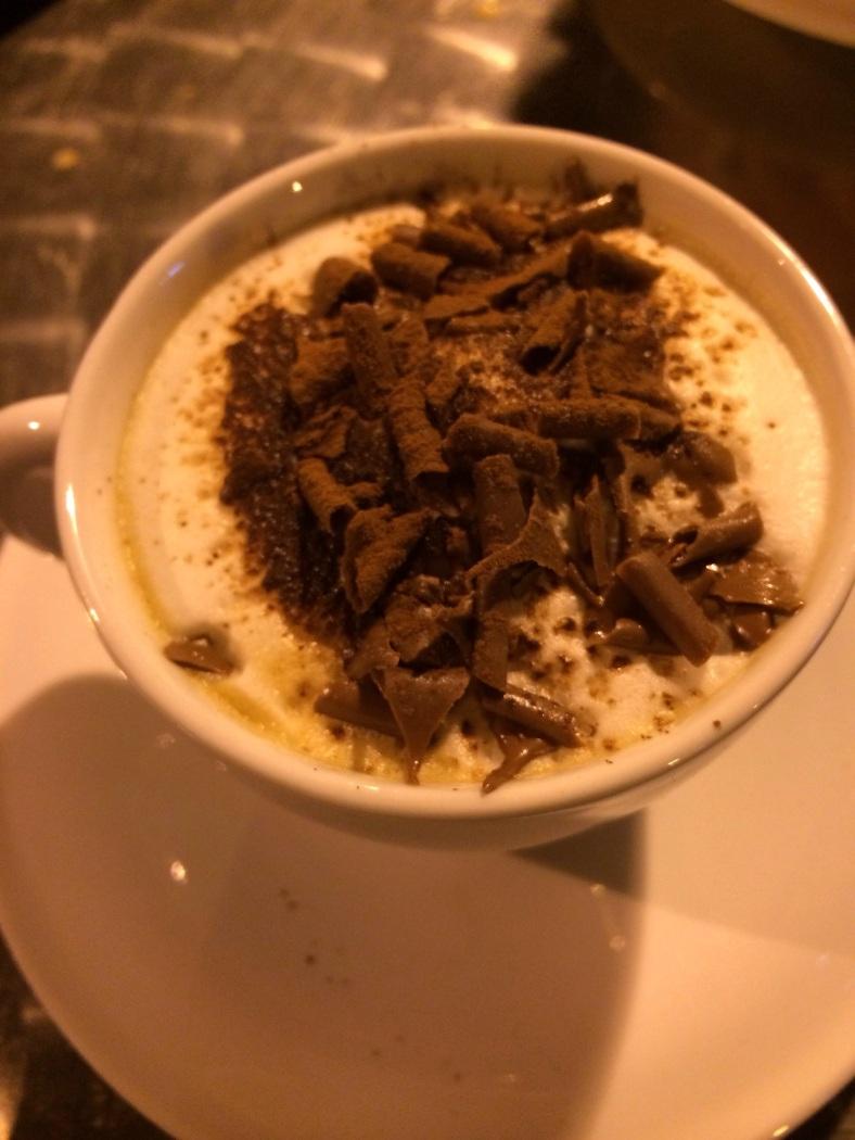 Cappuccino con virutas de chocolate