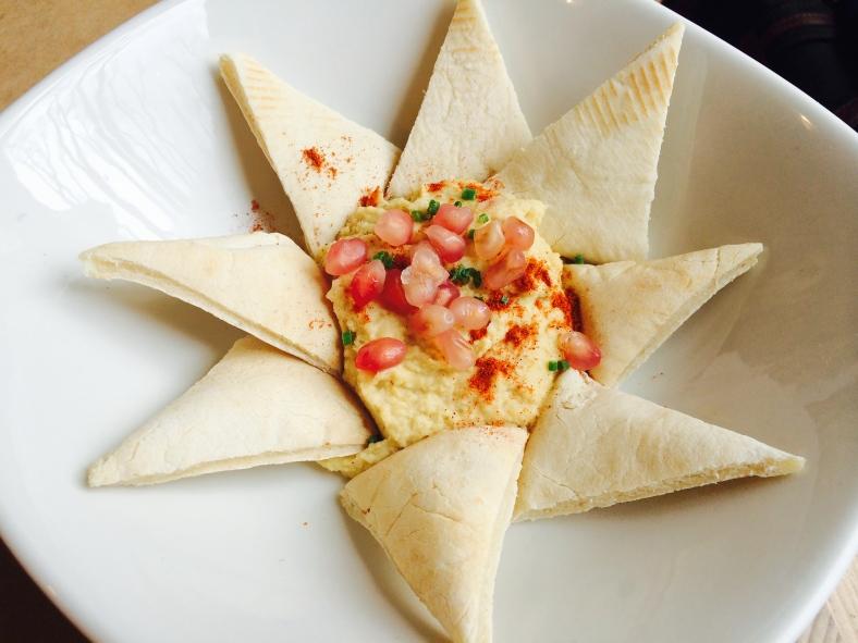 Hummus con granada