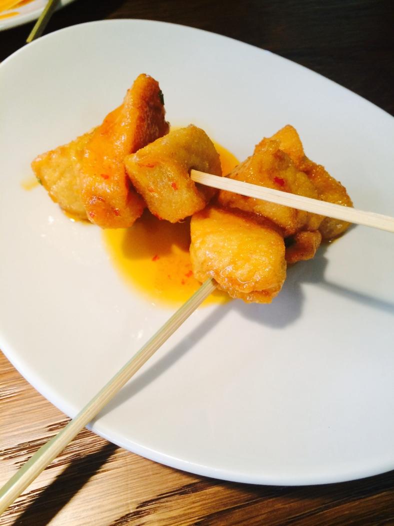 Pollo frito crujiente con salsa agridulce cañí