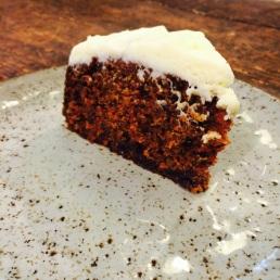 Esta carrot cake tiene pariencia de bizcocho