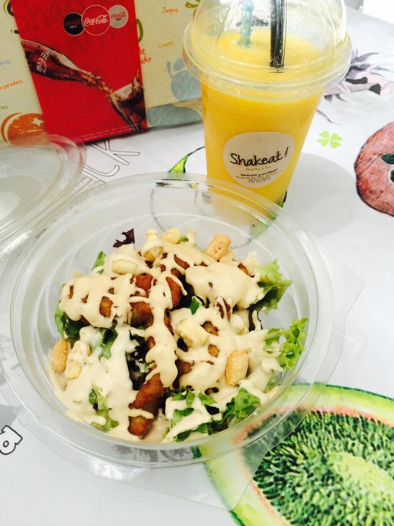 Ensalada y smoothie de Shakeat!