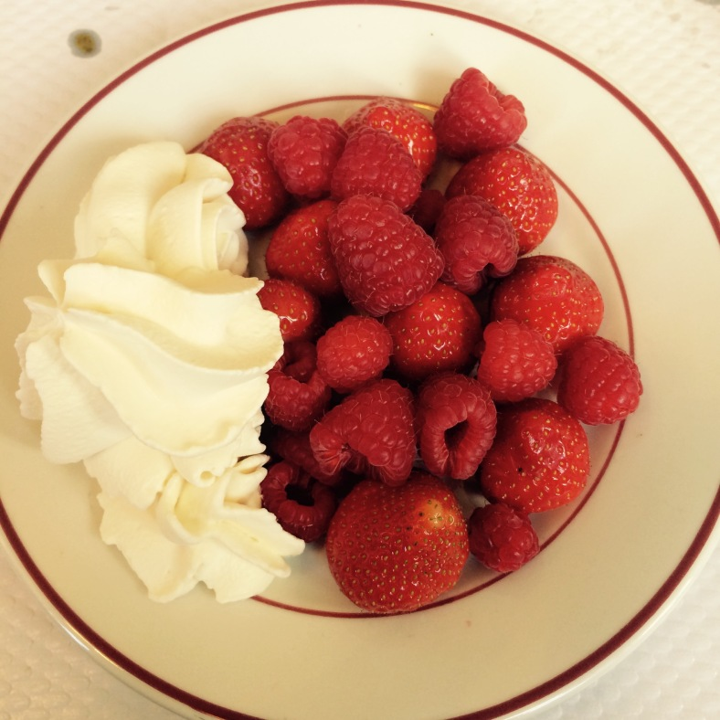 Fresas y frambuesas con nata