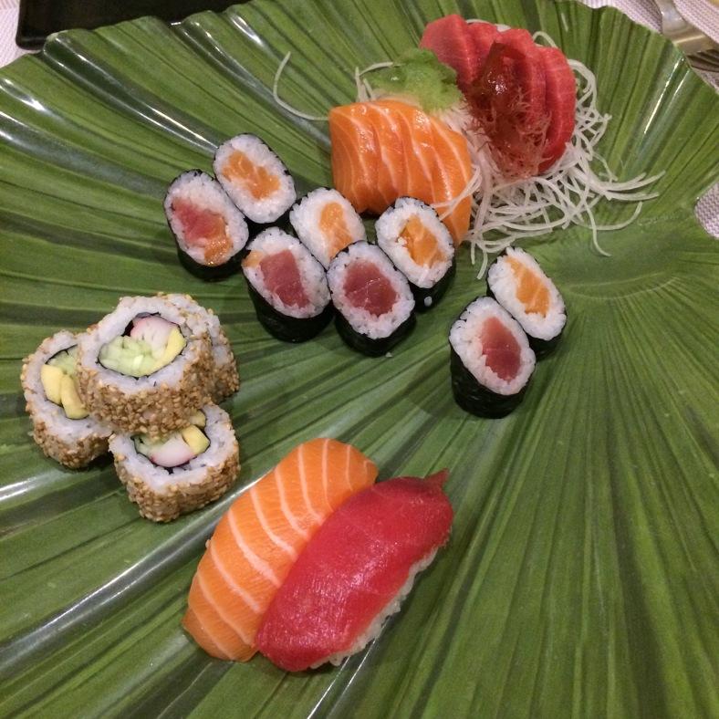 Sushi y sashimi variado