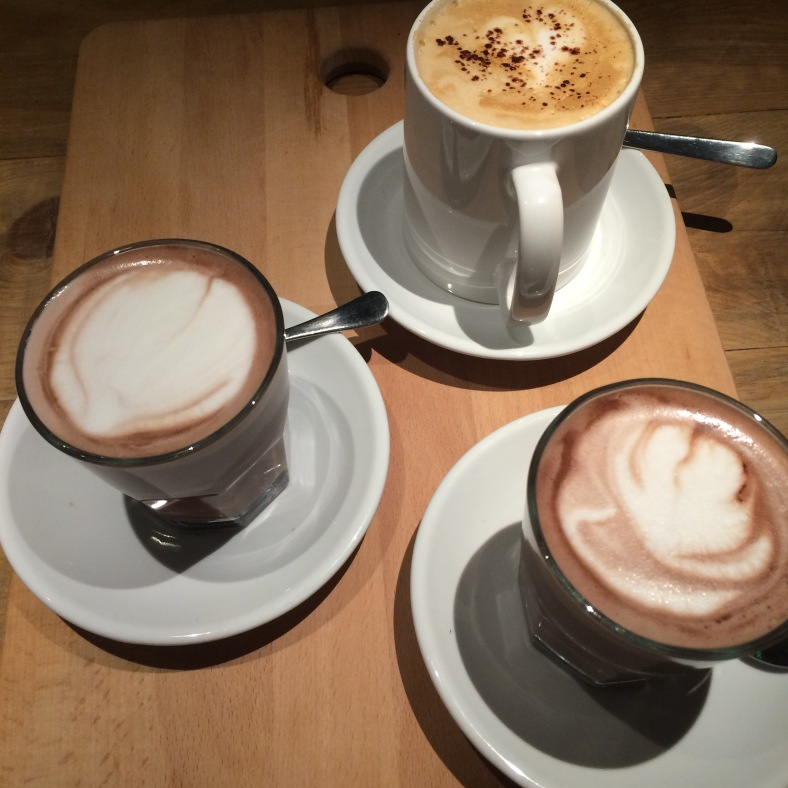 En Monkee Koffee preparan un café y chocolate caliente digno de mención