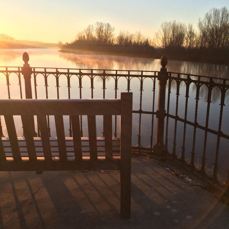 Un amanecer único sobre el río Tormes
