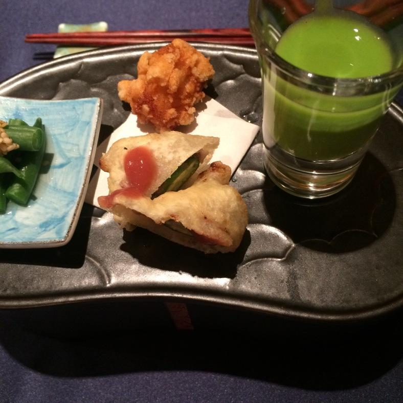 crema de guisantes, viera tempurizada, nigiri de anguila y judías verdes con sésamo