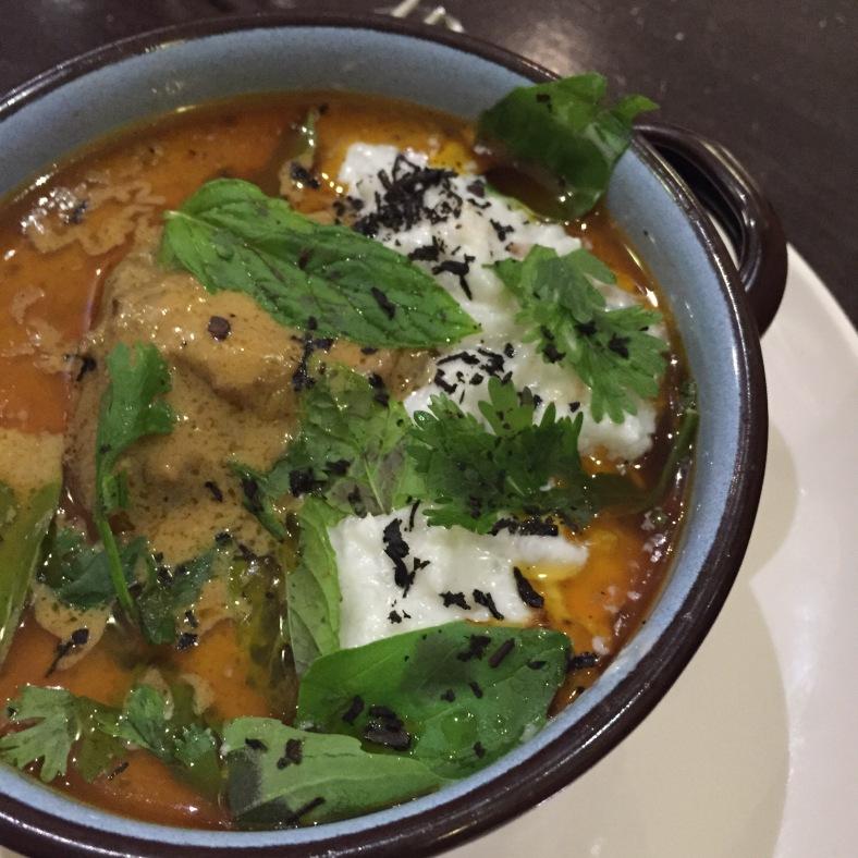 Carrillera de cerdo Ibérico con curry rojo y risotto de leche de coco