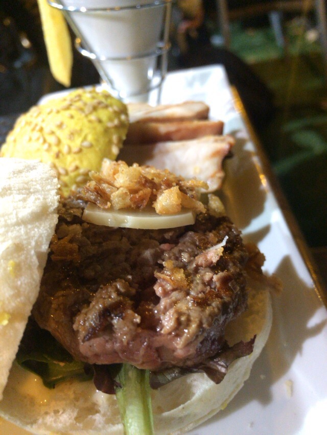Minihamburguesa de buey con pan de mollete