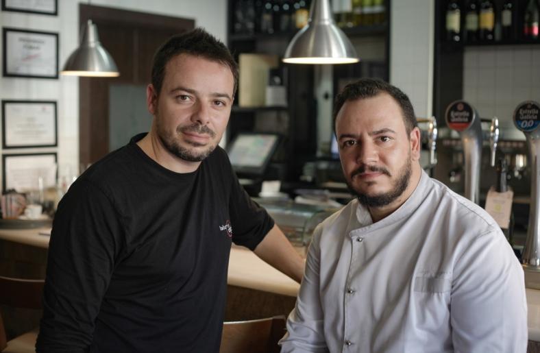 Foto tomada de ydondecomemos.com: Benja y Jorge, dueños de Taberna Degusta