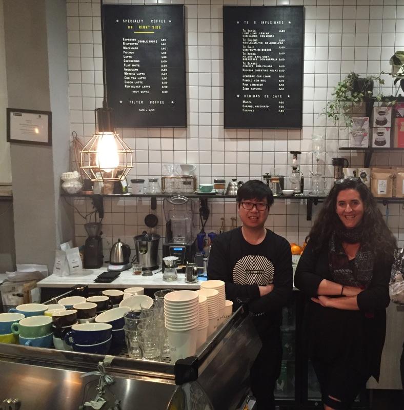 Totti con Nico, el dueño de Hanso Café