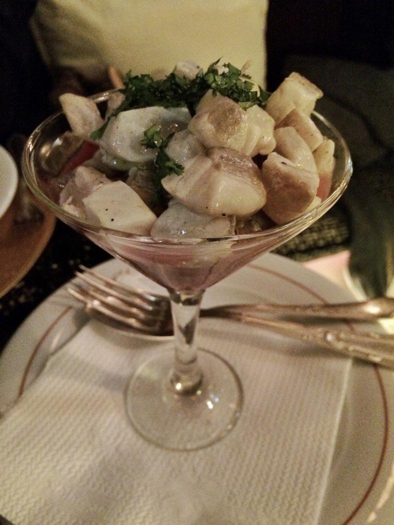 Ceviche de corvina macerado en cítricos, jengibre, cilantro, tomate y cebolla roja