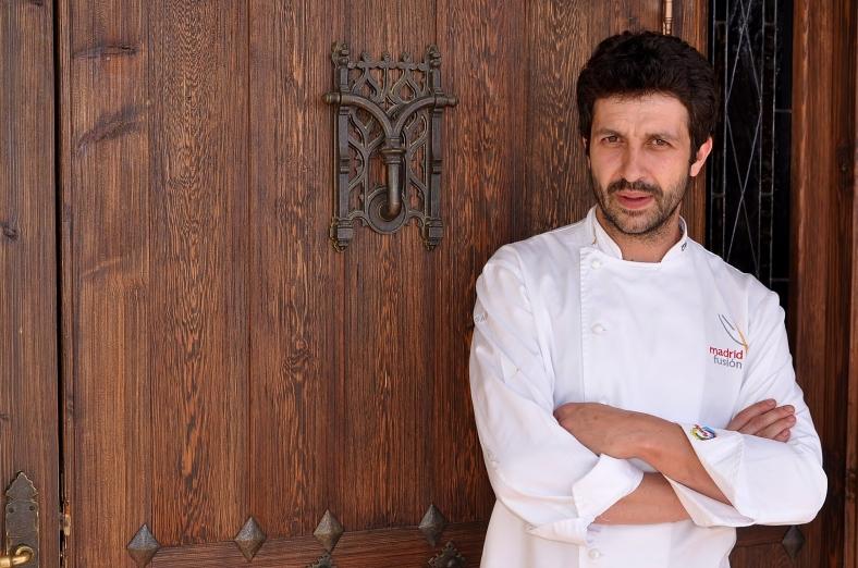 """Foto tomada de www.los5mejores.com """"Iván Cerdeño, en la puerta de El Carmen de Montesión"""""""