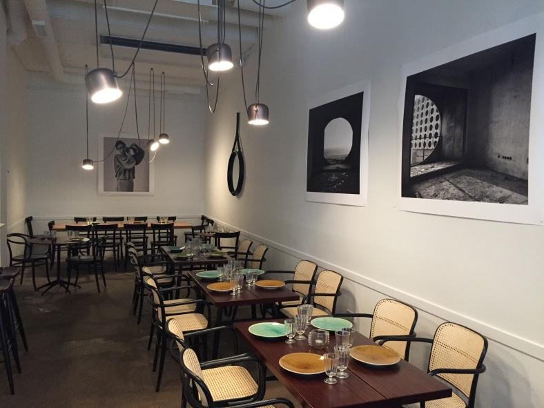 Una sala super agradable donde comer en pareja o con amigos