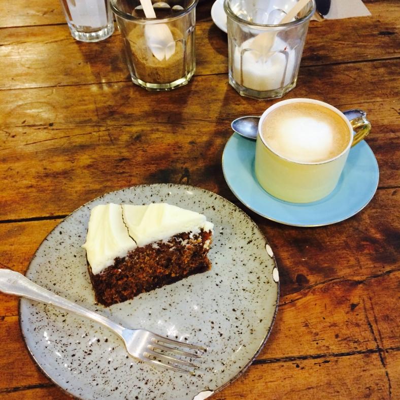 La merienda perfecta: carrot cake y café