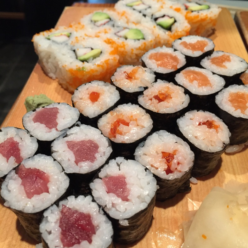 Makis de atún, california maki y dragon ball maki