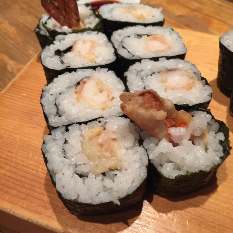 Makis especiales de langostino tempurizado