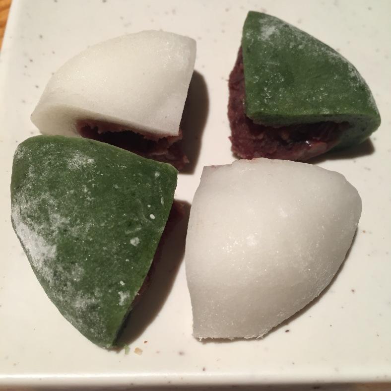 Mochi con helado de haba