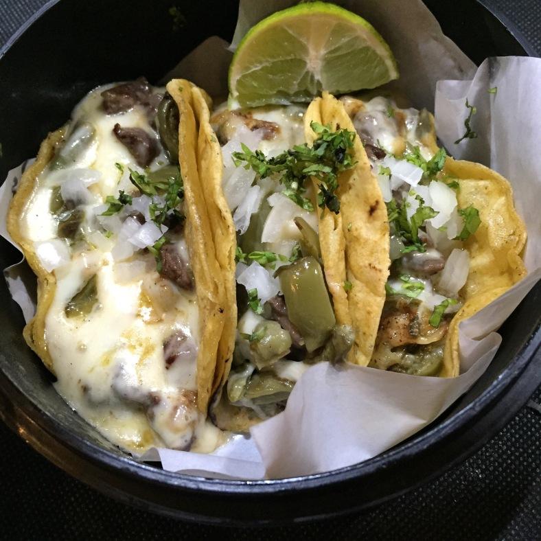 Tacos de nopales a la plancha con queso