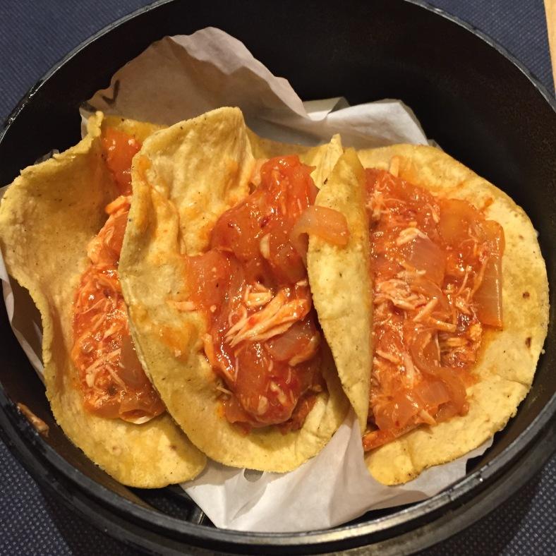 Tacos de tinga de pollo