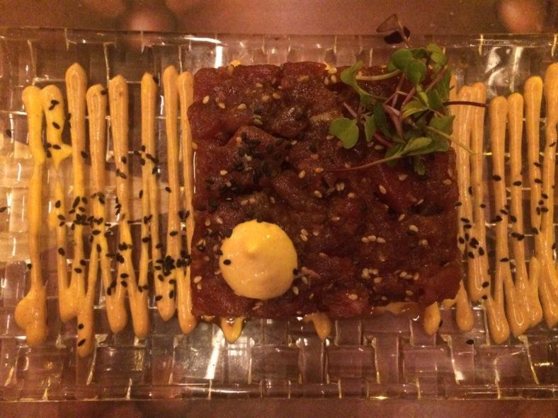 Tartar de atún rojo salvaje sobre crujiente de arroz y kimchi