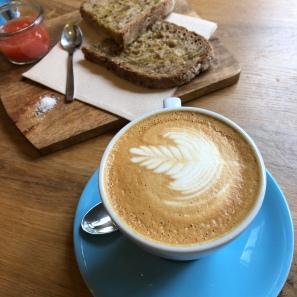 Flat white y tostadas de semillas, ¿qué más se puede pedir para desayunar?